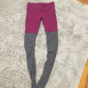 Alo Yoga goddess legging in mulberry and gray